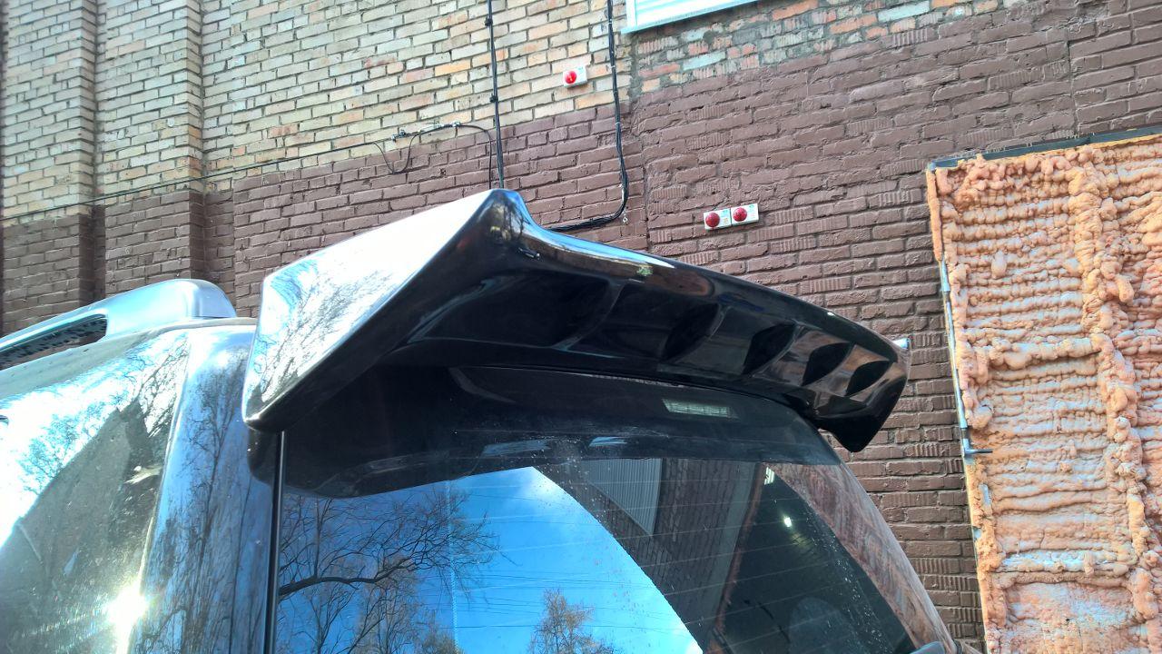 Спойлер на крышу WALD LX 570